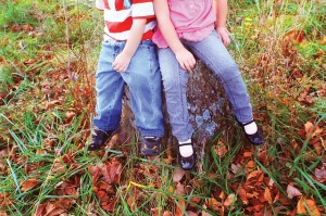 kids-borther-and-sister-358298_640